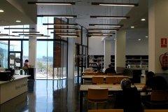 fenster-biblioteca-valenti-almirall-papiol-sala-lectura